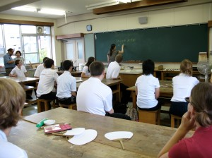 students from Oregon getting instructions in Japanese on how to make a fan